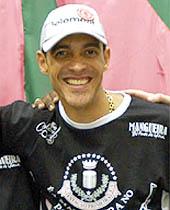 Preso em fevereiro do ano passado em Aracaju, o traficante Francisco Paulo Testas Monteiro, o Tuchinha, é tio de Leandro Monteiro Reis, o Pitbull, atual lider do tráfico no Complexo da Mangueira