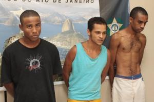 Jorge Costa de Souza Júnior, 22, Júlio Sérgio Ferreira de Souza, 21, e Walter Gouveia Neto, o Cheira Bosta, 24, foram presos em dezembro de 2008