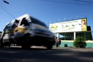 Polícia afirma que CooperOeste pertence a Chico Bala, mas presidente da cooperativa nega e acusa Batman de tentar assumir o controle das vans que fazem o trajeto Santa Cruz x Barra da Tijuca