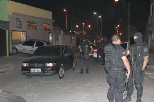 Policiais surpreenderam Batman em imóvel na Avenida João Moroni Barroso, na localidade Gouveia, no bairro de Paciência, na Zona Oeste do Rio