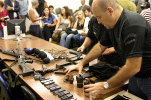 No imóvel onde Batman se escondia, os policiais encontraram quatro granadas, dois fuzis 762 e 22 carregadores, além de duas pistolas: uma nove milímetros e outra calibre 45