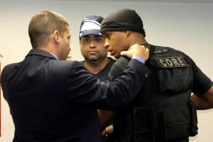 Apontado como líder da Liga da Justiça, o ex-PM Ricardo Teixeira da Cruz, o Batman, 40 anos, foi preso por equipes da Core em uma casa em Paciência, na Zona Oeste do Rio