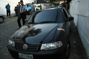 Carro(policial morto) 2