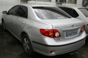 O Toyota Corolla prata, em que estava o PM, ostentava placa fria